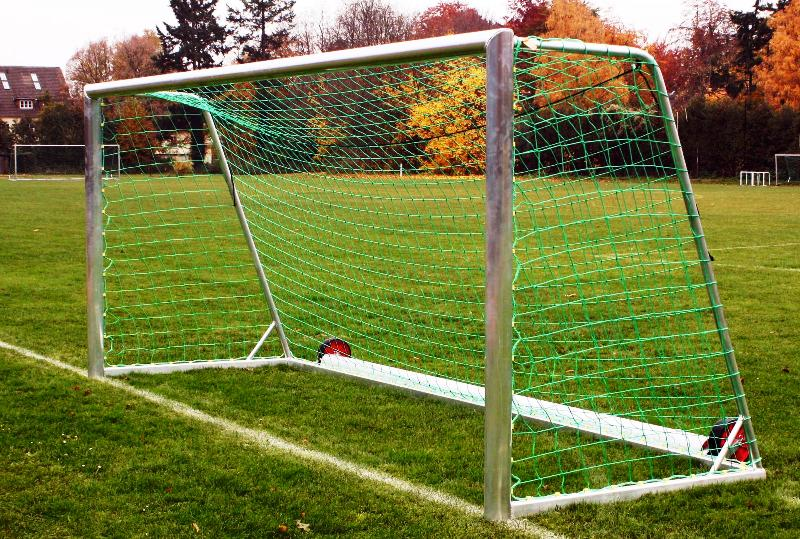 Bezpečná fotbalová branka - Transportní na kolečkách Transportní fotbalová branka na kolečkách